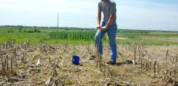 Soil testing in claypay soils, Missouri